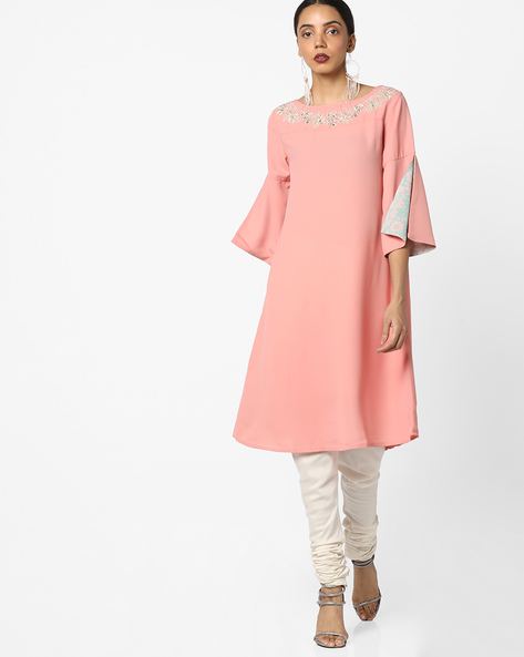 Drop-Shouldered Kurta With Floral Embroidery By AJIO ( Blush )