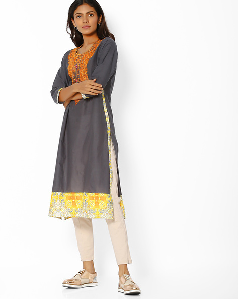 Straight Kurta With Floral Embroidery By Purple Tree ( Grey )