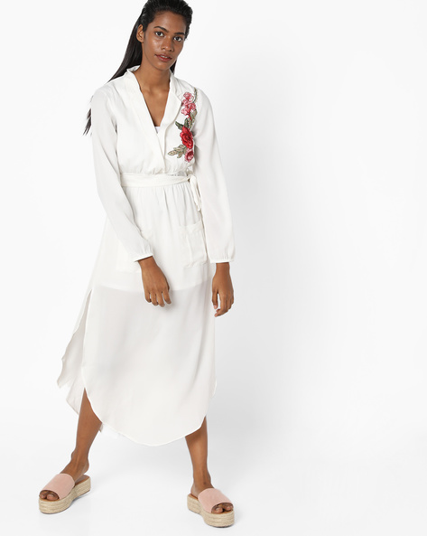 Embroidered Shift Dress With Notch Lapel By Sassafras ( Offwhite )