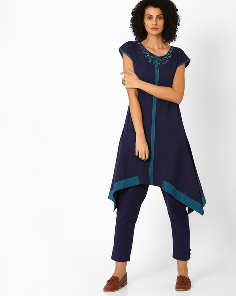 Panelled Kurta With Dipped Hemline By AJIO ( Navyblue )