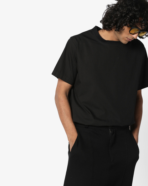 Crew-Neck T-shirt With Vented Hemline By AJIO ( Black )