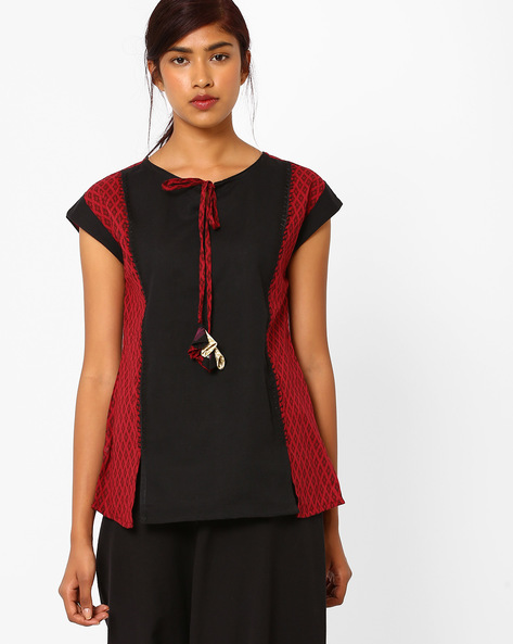 Printed Panelled Top With Tie-Up By AJIO ( Maroon )