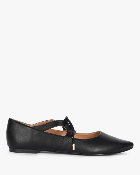 Pointed-Toe Ballerinas With Lace Fastening By Carlton London ( Black )