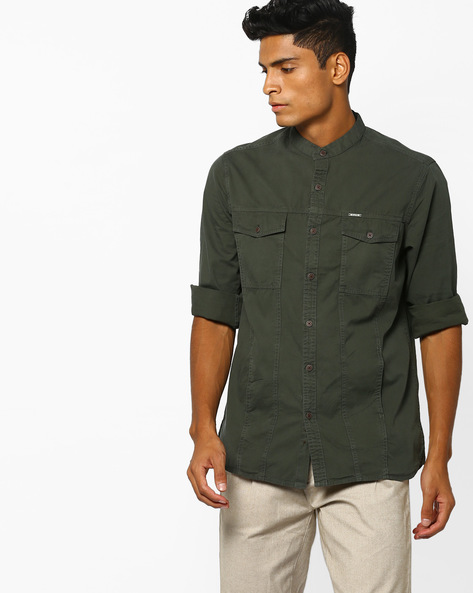 Panelled Mandarin Shirt With Flap Pockets By AJIO ( Olive )