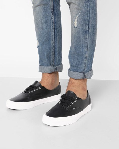 Patent Leather Textured Lace-Up Shoes By Vans ( Black )
