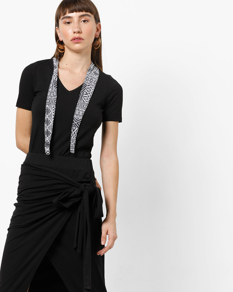 V-neck Top With Abstract Print Sash By KULTPRIT ( Black )