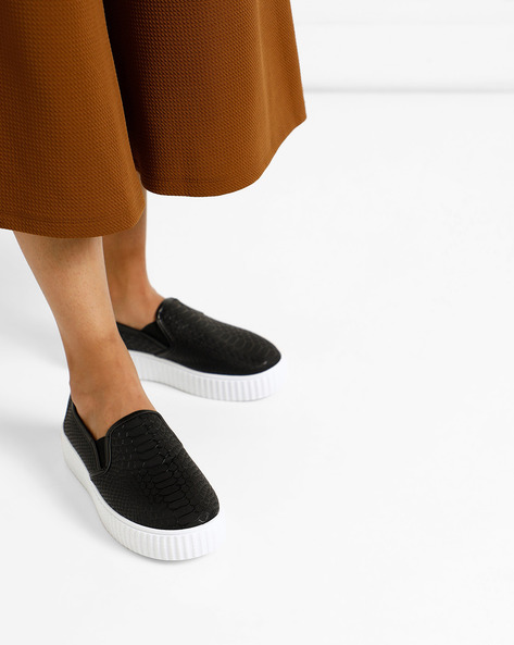 Textured Slip-On Casual Shoes By Lavie ( Black )