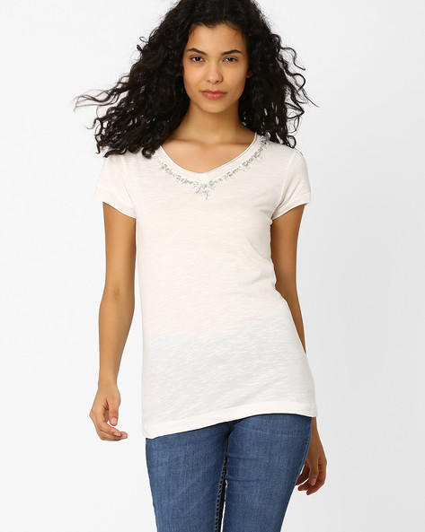 T-shirt With Embellished Neckline By CHM ( Cream )