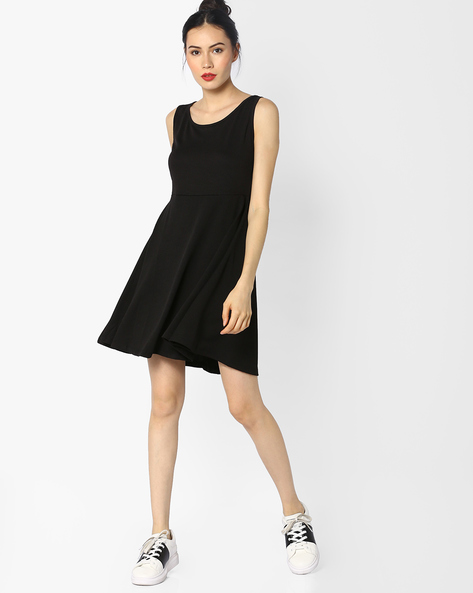 Sleeveless Dress With Cut-Out Back By Ginger By Lifestyle ( Black )