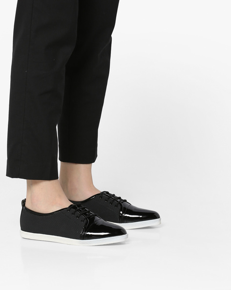Panelled Lace-Up Shoes By Carlton London ( Black )