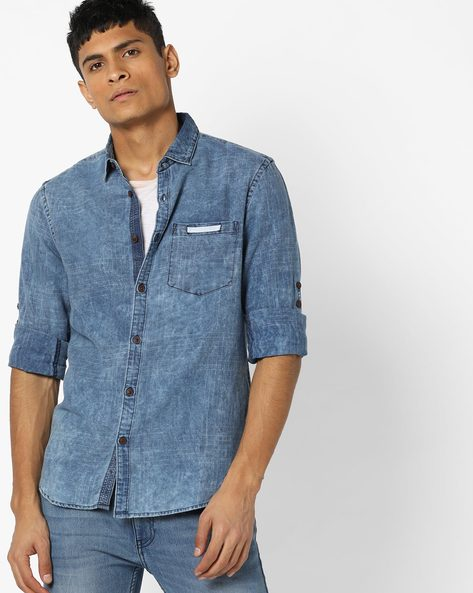 Lightly Washed Slim Fit Denim Shirt By AJIO ( Navy )