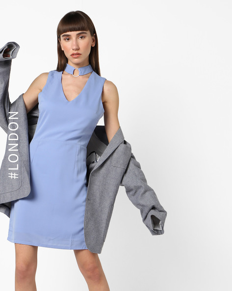 Sleeveless Sheath Dress With Choker Neck By Glamorous ( Blue )