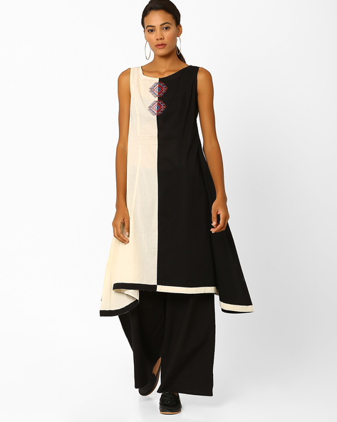 Colourblock Flared Kurta With Embroidery By AJIO ( Black )