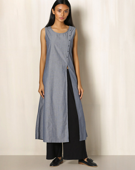 Pinstriped Cotton Kurta With Front Slit By The Wooden Closet ( Grey )