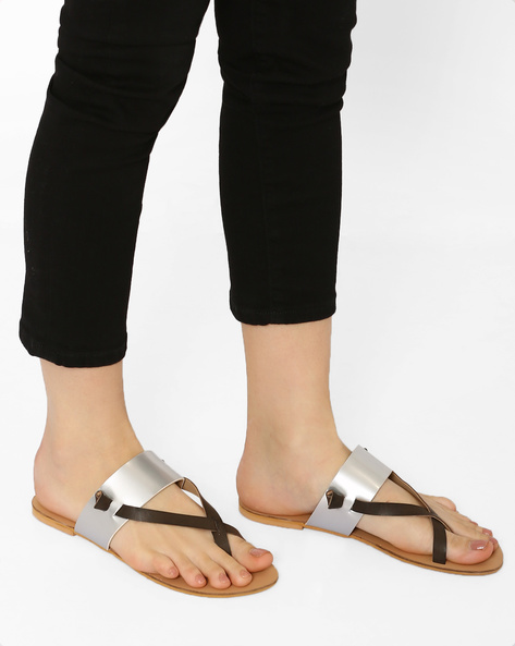 Flats With Criss-Cross Straps By Curiozz ( Silver )