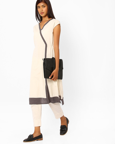Cotton Kurta With Contrast Detail By AJIO ( Offwhite )