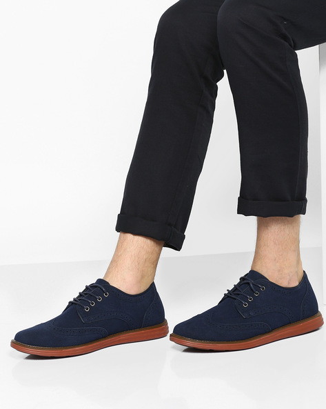 Lace-Up Casual Shoes With Contrast Sole By AJIO ( Navy )