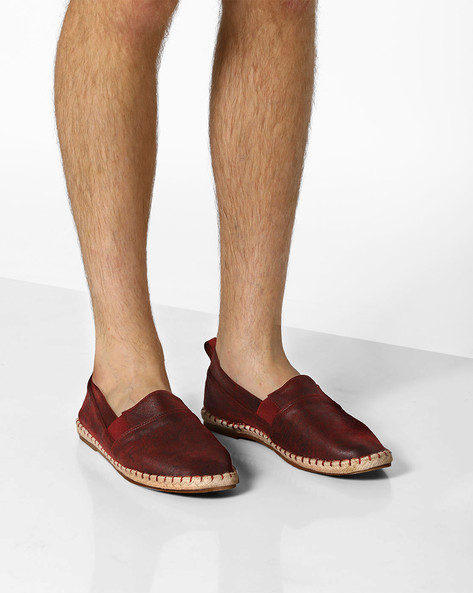 Slip-Ons With Elasticated Gusset By AJIO ( Maroon )