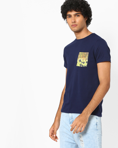Slim Fit T-shirt With Printed Pocket By AJIO ( Blue )