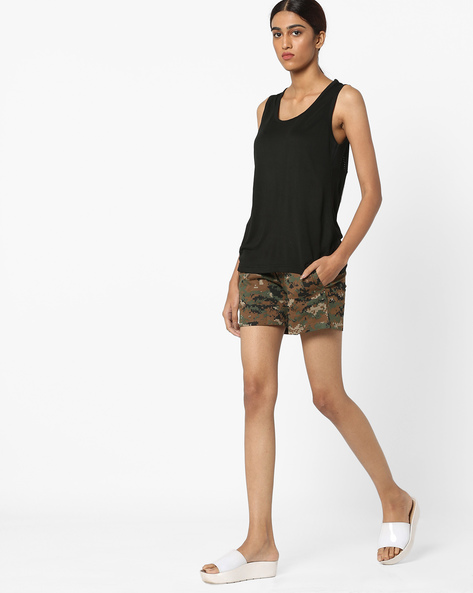 Sleeveless T-shirt And Camo Print Shorts Set By Clovia ( Pink )