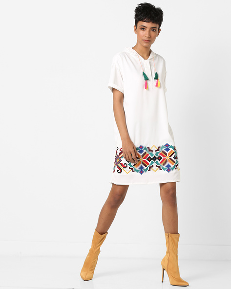 Hooded Shift Dress With Geometric Embroidery By AJIO ( White )