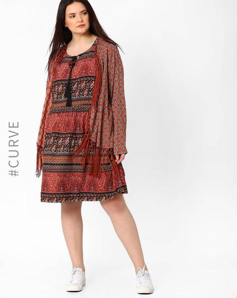 Printed Shrug With Tassels By Oxolloxo ( Red )