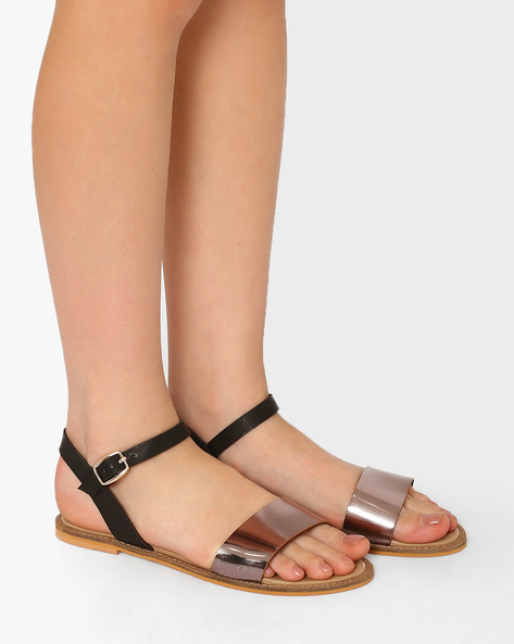 Flat Sandals With Buckle Closure By Curiozz ( Black )