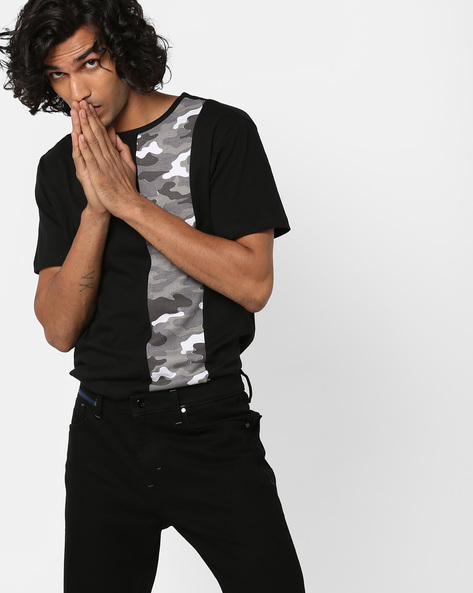 Crew-Neck T-shirt With Camouflage Panel By DEEZENO ( White )