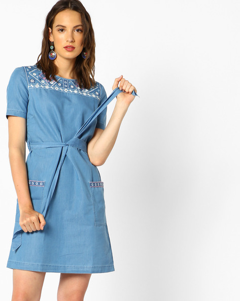 Belted Denim Dress With Embroidery By AJIO ( Lightblue )