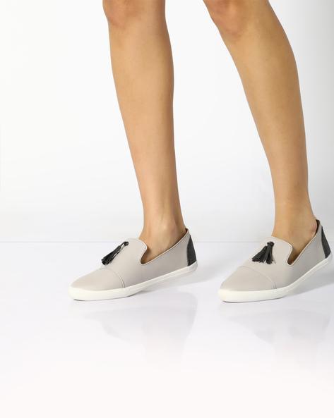 Panelled Slip-Ons With Tassels By AJIO ( Beige )