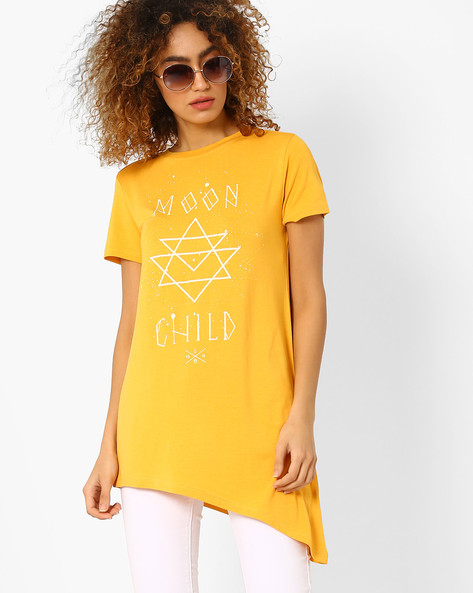 Graphic Print Top With Asymmetric Hemline By AJIO ( Mustard )