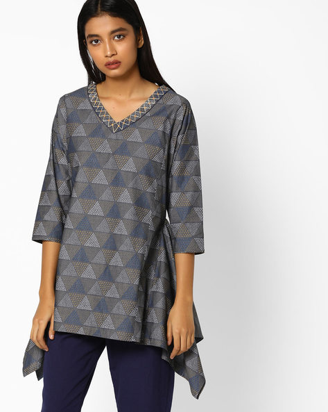 Printed Tunic With Dipped Hems By AJIO ( Charcoal )