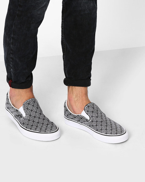 Geometric Print Classic Slip-On Shoes By Vans ( Black )