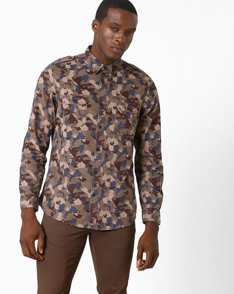 Camouflage Print Slim Fit Shirt By AJIO ( Wine )