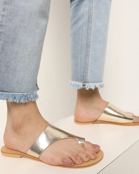 Flat Sandals With Toe-Ring By AJIO ( Gold )