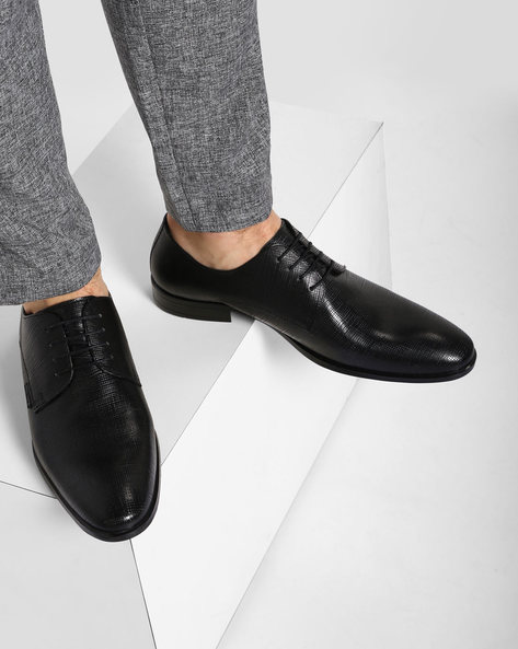 Genuine-Leather Textured Derby Shoes By RED TAPE ( Black ) - 460079553005