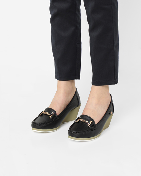 Wedge Moccasins With Metal Accents By Carlton London ( Black )