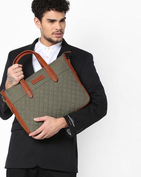 Diamond-Checked Laptop Messenger Bag By GAUGE MACHINE ( Olive )