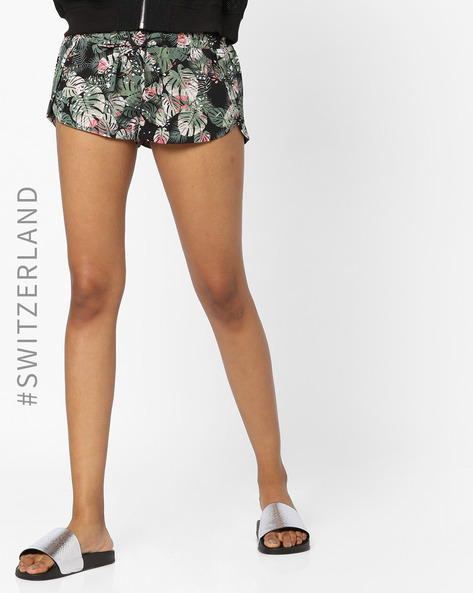 Mid Rise Shorts With Waist Tie-Up By TALLY WEiJL ( Red )