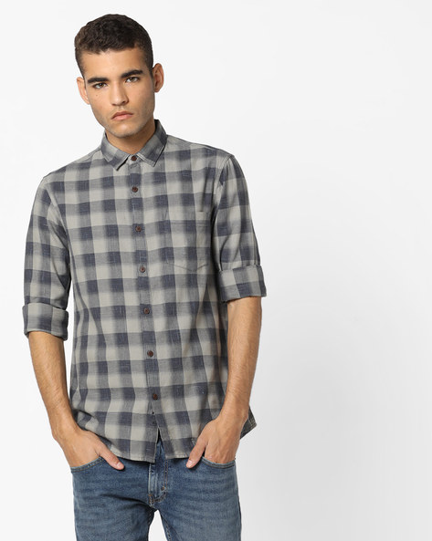 Checked Slim Fit Shirt With Patch Pocket By AJIO ( Grey )