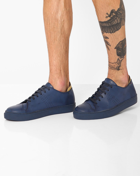 Faux Leather Low-Cut Sneakers By TURN ( Navy )