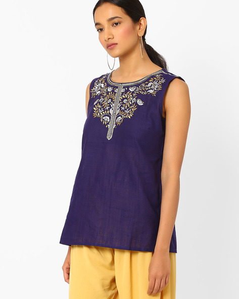 Sleeveless Kurti With Embroidery By AURELIA ( Purple )