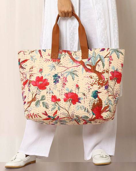 Printed Shoulder Bag With Kantha Embroidery By Molcha ( Beige ) - 460038586001
