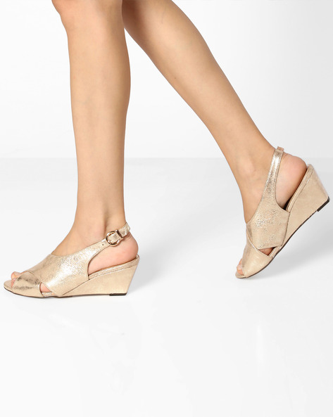 Wedges With Buckle Closure By Carlton London ( Beige )