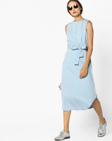 Sleeveless Denim Sheath Dress With Tie-Up By AJIO ( Lightblue )
