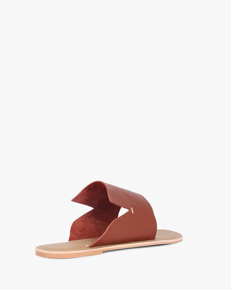 Toe-Ring Flats With Notched Upper By AJIO ( Tan )