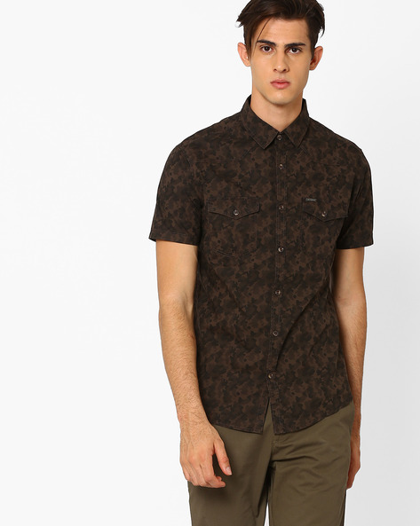 Camouflage Print Slim Shirt By AJIO ( Brown )