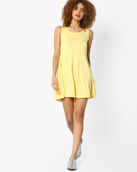 Sleeveless Dress With Cut-Out Back By Ginger By Lifestyle ( Yellow )