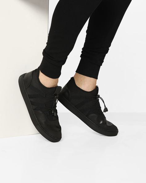 Mid-Top Toggle Sneakers By AJIO ( Black )