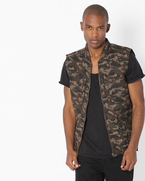 Camouflage Print Sleeveless Jacket By AJIO ( Olive )